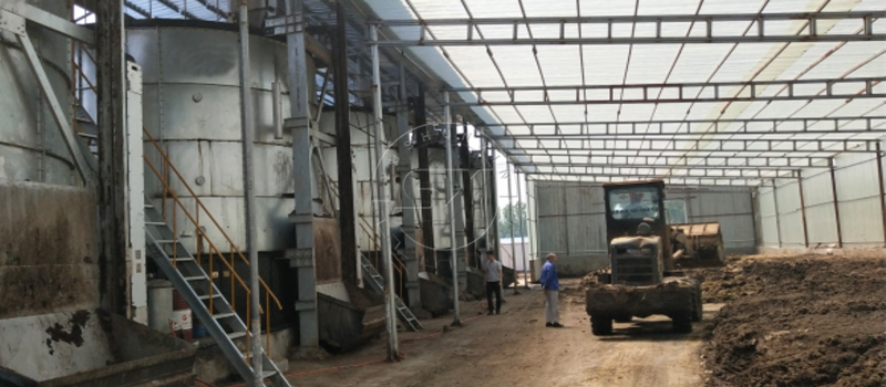 Chicken manure powder to be processed in Shunxin Fermentation Tank in Philippine