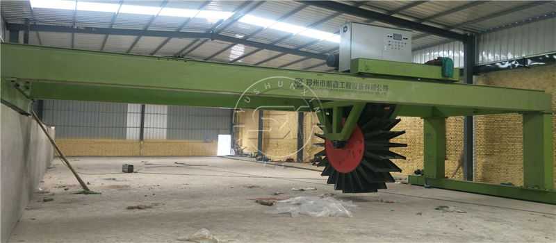 Shunxin Wheel Type Material Composting Machine for organic fertilizers production in Colombia