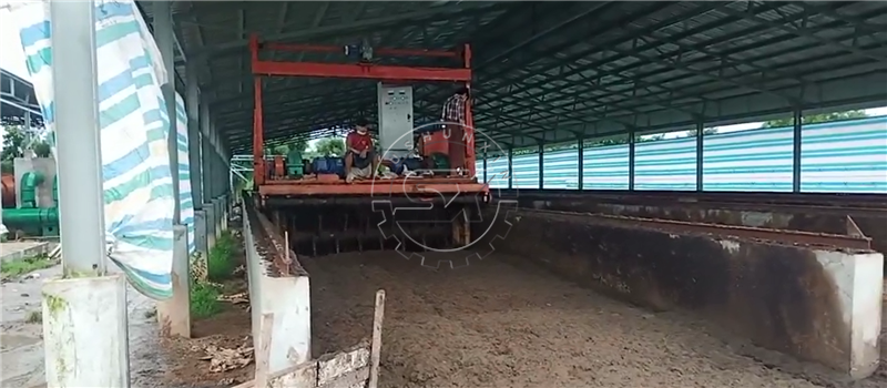 Shunxin Groove Type Chicken Manure Composting Turner for organic fertilizer producing in Myanmar