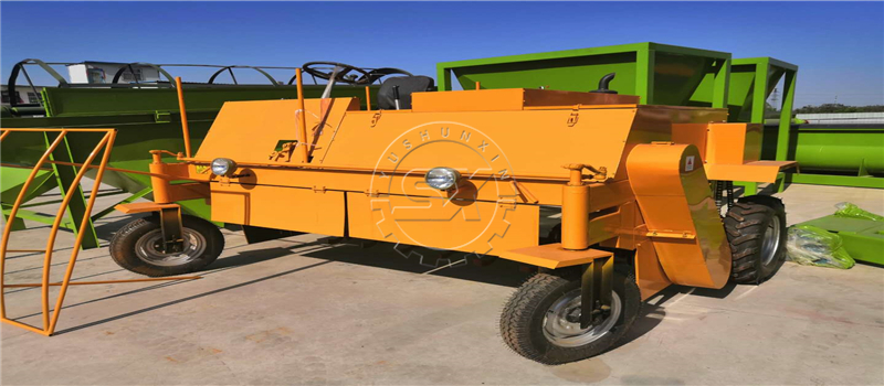 Shunxin Moving Type Organic Manure Compost Turning Machine for fertilizer processing in India