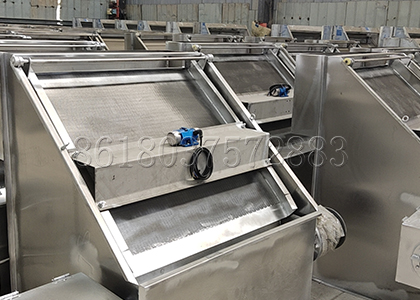 Inclined Screen Dewatering Machine for Cow Dung Management